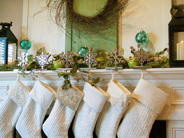 Christmas and Holiday Mantel Designs and Ideas