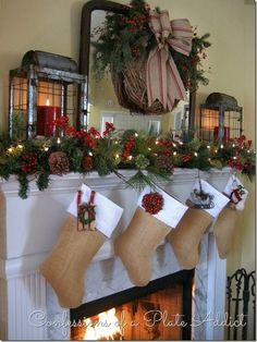 2016-christmas-mantel-decorating-ideas-22