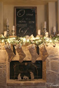 2016-christmas-mantel-decorating-ideas-23