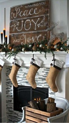 2016-christmas-mantel-decorating-ideas-37