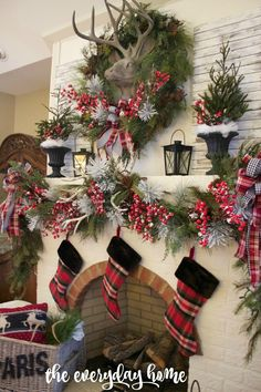 2016-christmas-mantel-decorating-ideas-38
